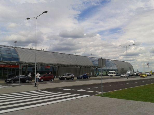 1200px-Pol_modlin_airport_2