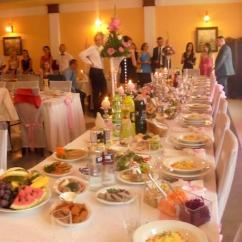 桌上滿滿的食物