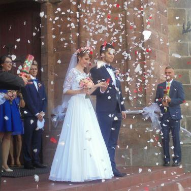 新郎新娘出來囉!
