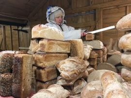 新鮮的鄉村麵包